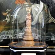 Mariabeeldje Maria-altaar 2018 onder stolp