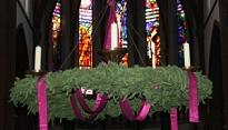 Adventskrans in de kerk