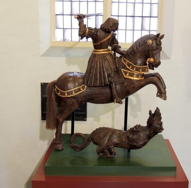 Beeld Sint Joris en de draak Willibrorduskerk Diessen