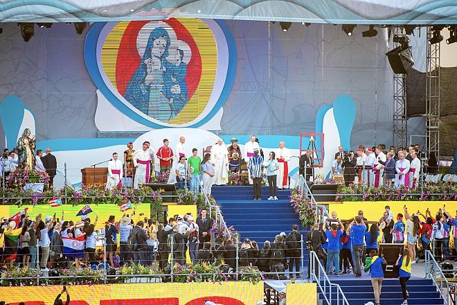Paus Franciscus op het podium